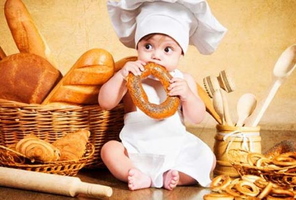 Первые твердые продукты для младенцев